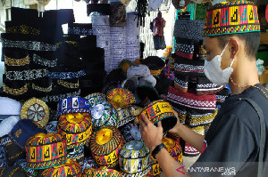 Peci Kopiah Khas Aceh Ramai di Cari  Kala Ramadan
