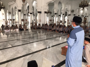 Ditlantas Polda Aceh Tadarus Alqur,an di Masjid Raya Baiturahman