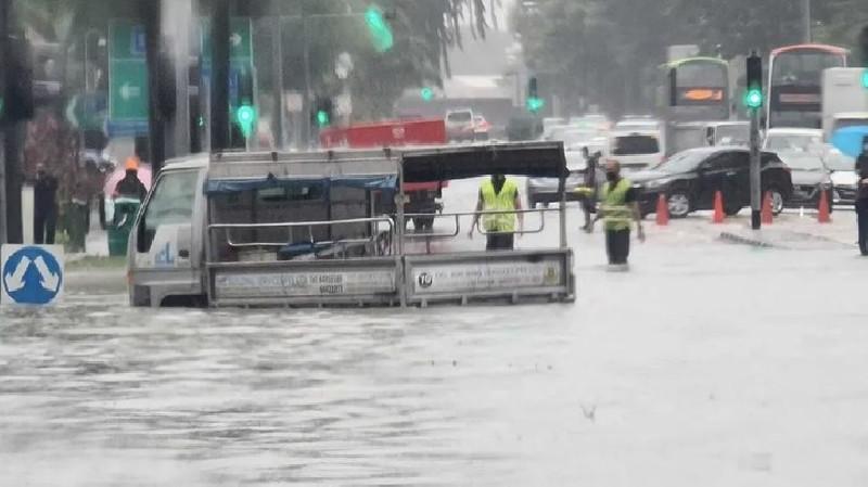 Singapura Dilanda Banjir Bandang