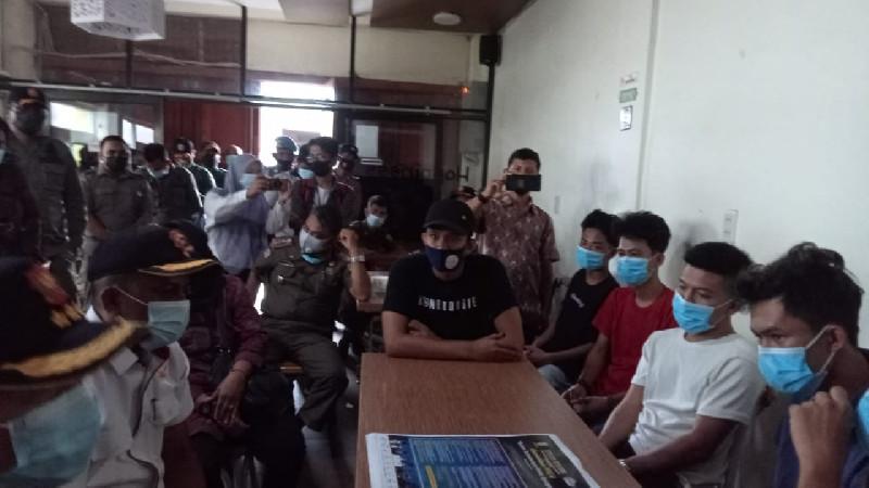 Bikin Konser Pada Malam Ramadhan Pria dan Wanita Joget Bareng di Banda Aceh