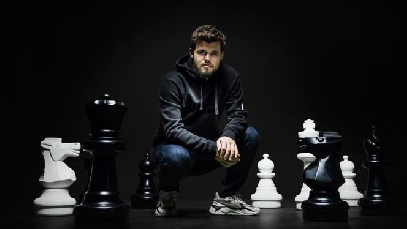Bill Gates Dikalahkan Magnus Carlsen Selama 80 Detik