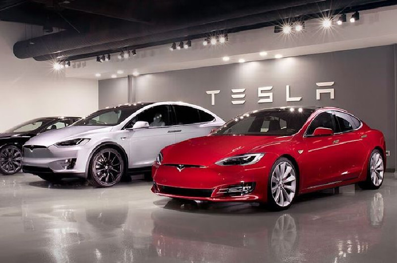 Mobil Swakemudi Tesla Kecelakaan, Tewaskan 2 Penumpang