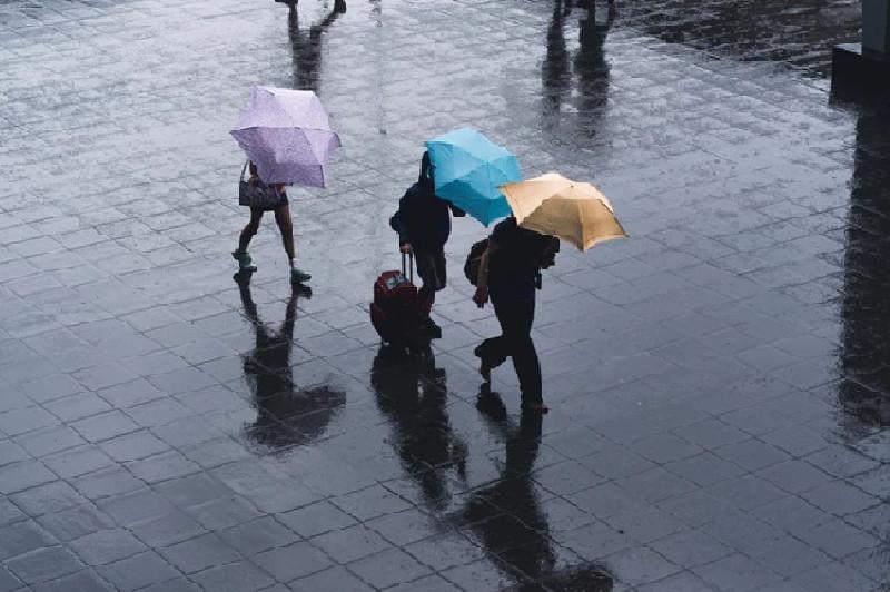 BMKG: Selama Sepekan  Wilayah Indonesia Bakal Diguyur Hujan Lebat Disertai Angin Kencang