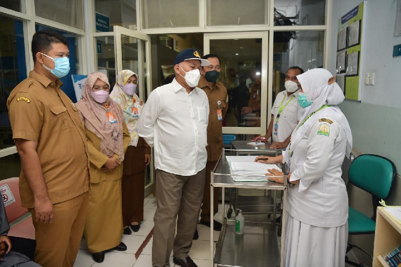 Pantau Pelayanan di RSUDZA, Sekda Apresiasi Kinerja Dokter dan Perawat