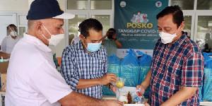 Kepala DKP Aceh Serahkan Makan Siang Bagi Nakes di RICU Pinere RSUDZA