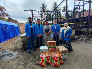 DEMA UIN Ar-Raniry Salurkan Bantuan Pada Korban Kebakaran di Aceh Besar