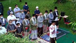 Anies Salat Idul Fitri dan Rayakan Lebaran di Rumah Lebak Bulus