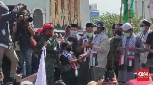 Bocah Makassar Menyumbangkan Hasil Celengannya