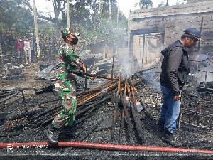 TNI Bantu Korban Kebakaran di Bener Meriah