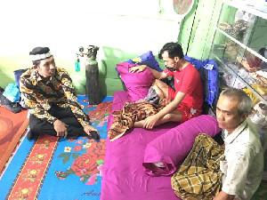 Teuku Rifky Harsya Bantu Pulangkan TKI Sakit di Malaysia ke Aceh Selatan