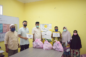 90 Warga Dhuafa Terima Paket Senyum Ramadan Rumah Amal Masjid Jamik USK