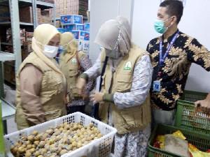 Suzuya MallBireuen Disidak, Dinas Pangan Aceh Temukan Buah Tak Layak Konsumsi