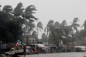Puluhan Ribu Rumah di India Hancur Akibat Topan Yass