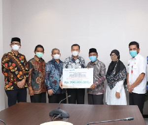 Bank Aceh Syariah Serahkan Zakat Rp700 Juta ke BMA