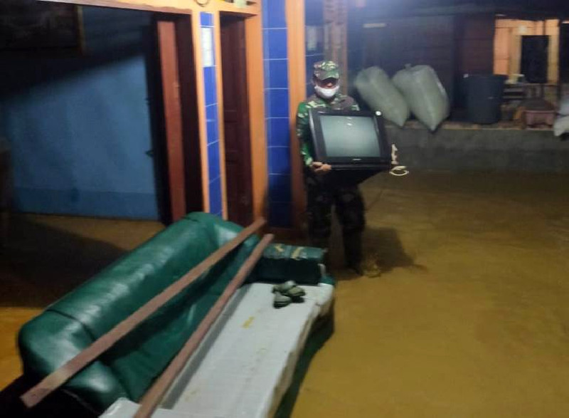 28 Rumah di Kutacane Terendam Banjir, Personel TNI Evakuasi Warga