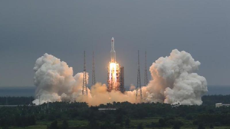 Roket China Jatuh Liar ke Bumi