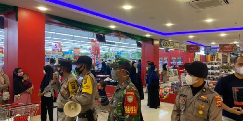 Polres Lhokseumawe Bersama Tim Gabungan Razia Protkes di Suzuya Mall