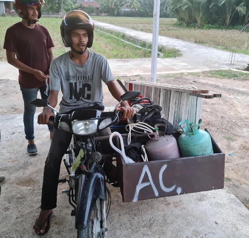 Umar dan Mirza, Tukang Service AC Keliling yang Banjir Orderan