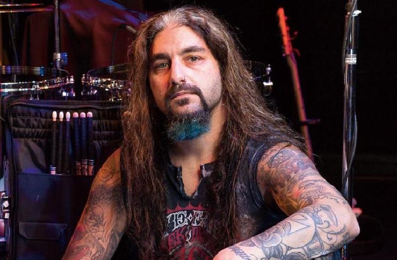 Mike Portnoy Beri Pujian dan Drum Set Miliknya Kepada Drummer Deden Noy