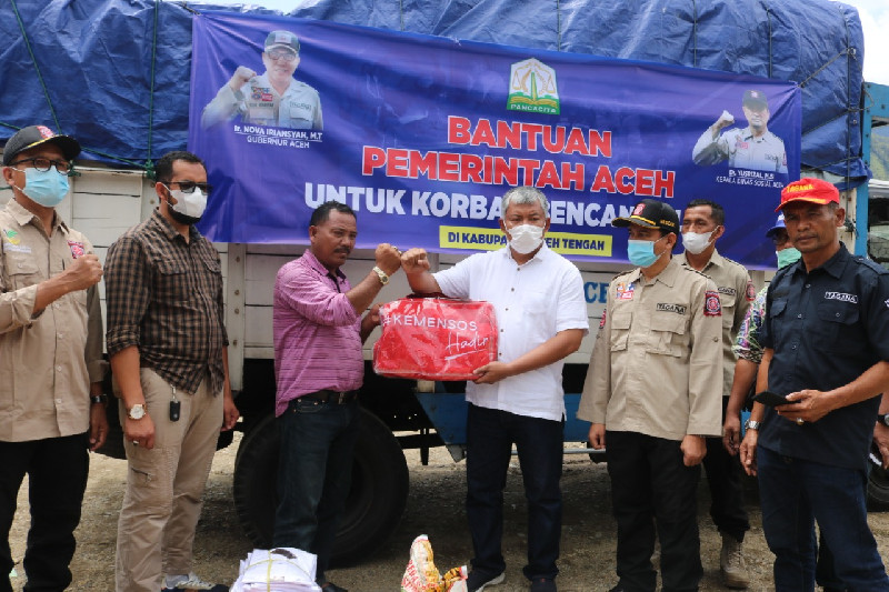 Dinsos Aceh Serahkan Bantuan di Bener Meriah dan Aceh Tengah