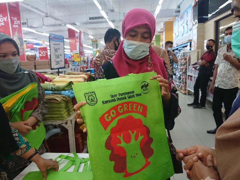 DLHK3 Banda Aceh Melaksanakan Kegiatan GO GREEN di Suzuya Mall Banda Aceh