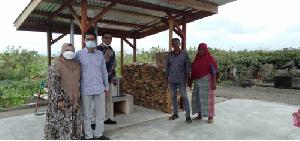 Dosen USK Lakukan Pengabdian Masyarakat Dengan Penggunaan Biomasa Kayu Pada Produksi keumamah