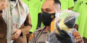 Polres Lhokseumawe  Ringkus Dua Penjual Narkoba di Areal Tambak Ikan