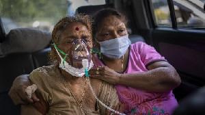 India Tenggelamkan 1.200 Abu Jenazah Covid