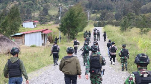 KKB Baku Tembak Dengan TNI-POLRI di Bandara Ilaga Papua