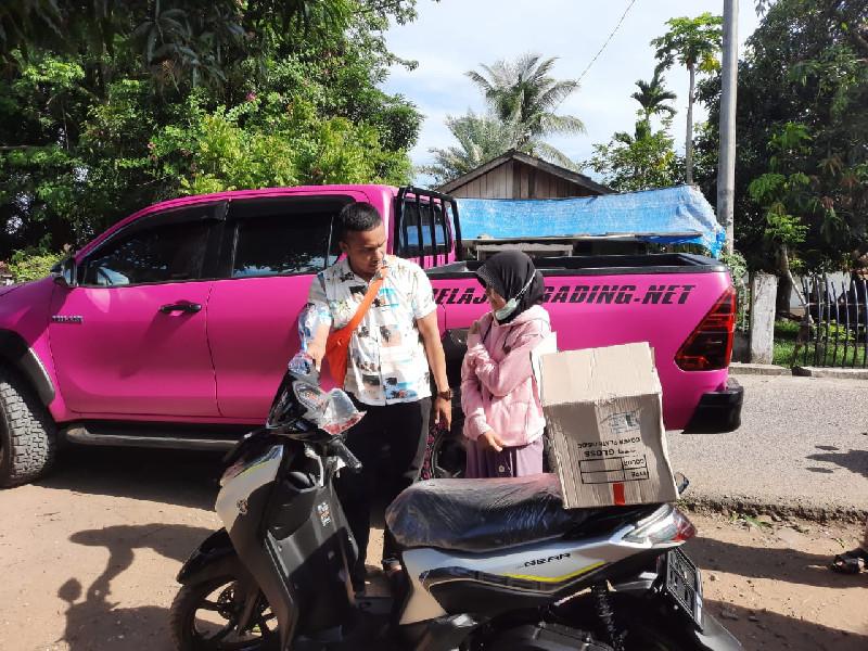 Yotuber Sukses Nodie Wakgenk, Bagi Motor Gratis Untuk Warga Miskin di Aceh Utara