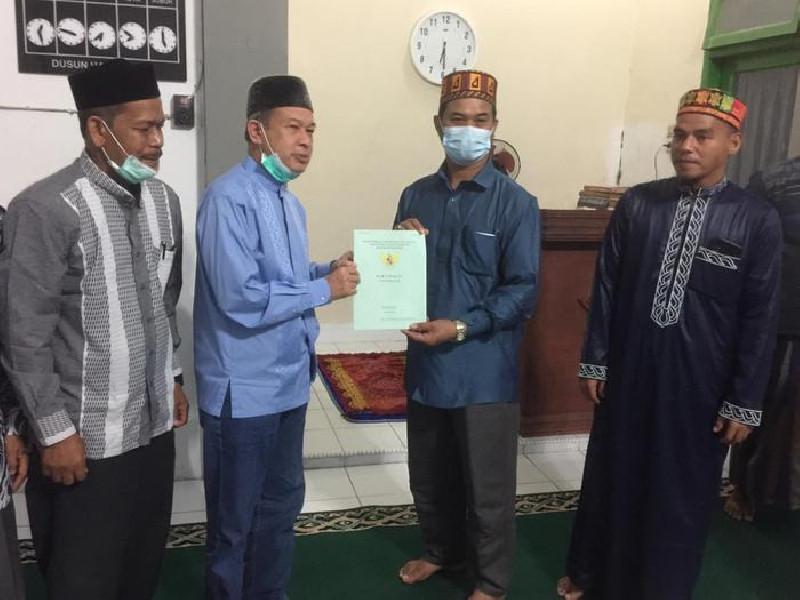 Dinas Pendidikan Dayah Aceh Terima Sertipikat Tanah Dayah Perbatasan Manarul Islam