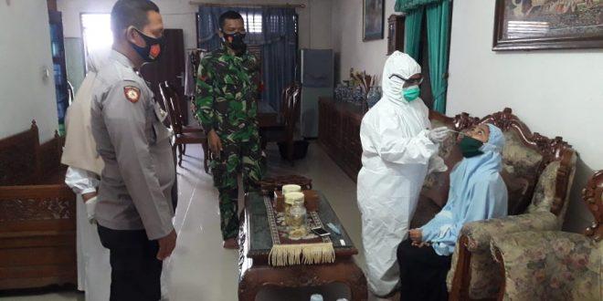 Di Lhokseumawe, Petugas Medis  Tracing Kembali Keluarga Pasien Covid-19