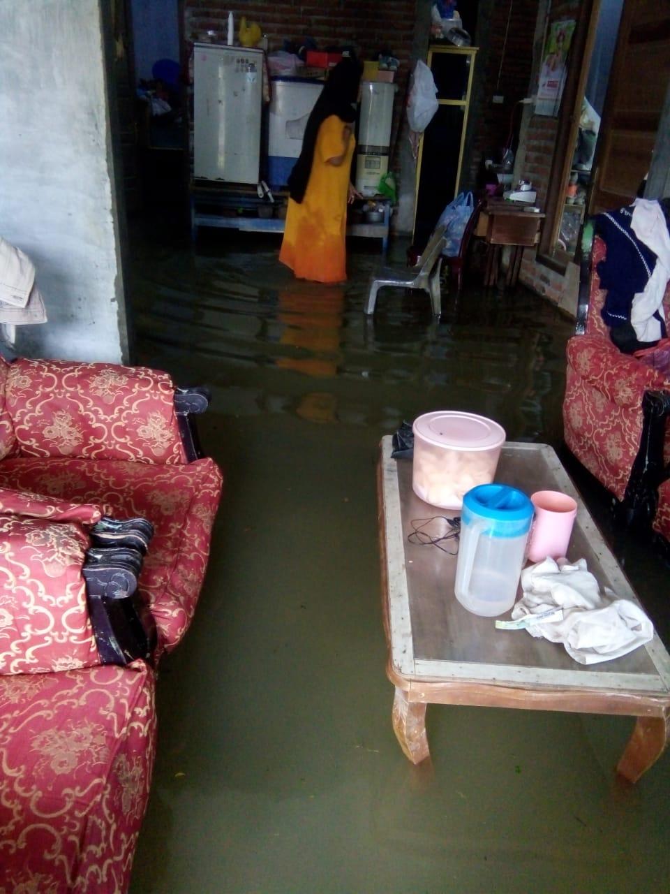 Waspada, Banjir Sudah Mulai Masuk Pemukiman Rumah Warga Daroy
