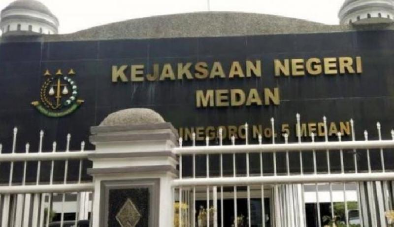 Polda Sumut Serah Tersangka Dugaan Suap Vaksinasi Covid-19 ke Kejari Medan