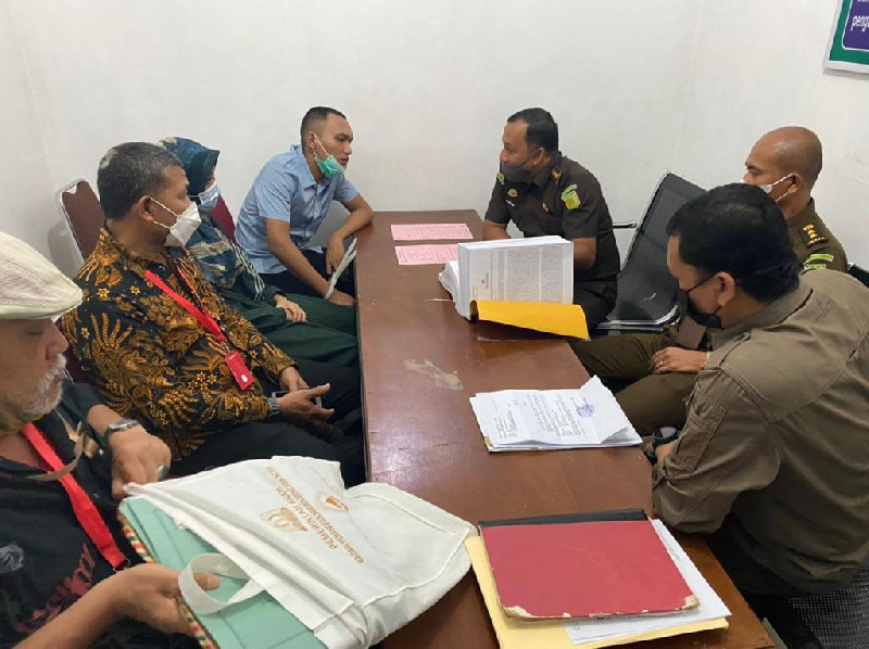 Penyerahan Tersangka Yalsa Boutique Perkara Pidana Perbankan Uang kepada Kejari Banda Aceh