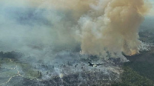 Pesawat Tempur F-16 Pantau Kebakaran Hutan di Riau