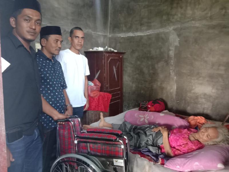 Yusfaidir Bantu Kursi Roda Untuk Salfina