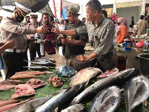 Dirlantas Polda Aceh Bagi 1000 Masker Kepada Pedagang Pasar Al Mahirah
