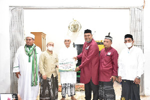 Bupati Bireuen Saksikan Penyerahan BantuanPembangunan Mesjid Babul Falah Peusangan Selatan
