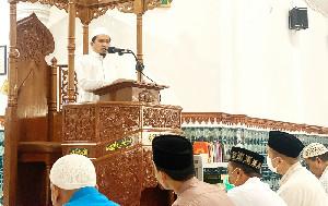 Kadinsos Aceh Jadi Khatib Shalat Jumat, Ajak Jama'ah Peduli Kondisi Pandemi