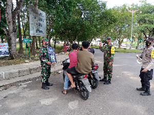 Tegakkan Disiplin Prokes, Petugas Gabungan TNI-Polri Gelar Razia Masker
