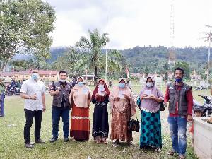 450 Keluarga Program PKH di Aceh Timur Terima Kartu Bansos
