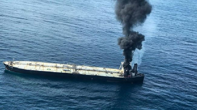 Kapal Tanker Iran Diserang Ditengah Laut, Militer AS Bantu Selamatkan