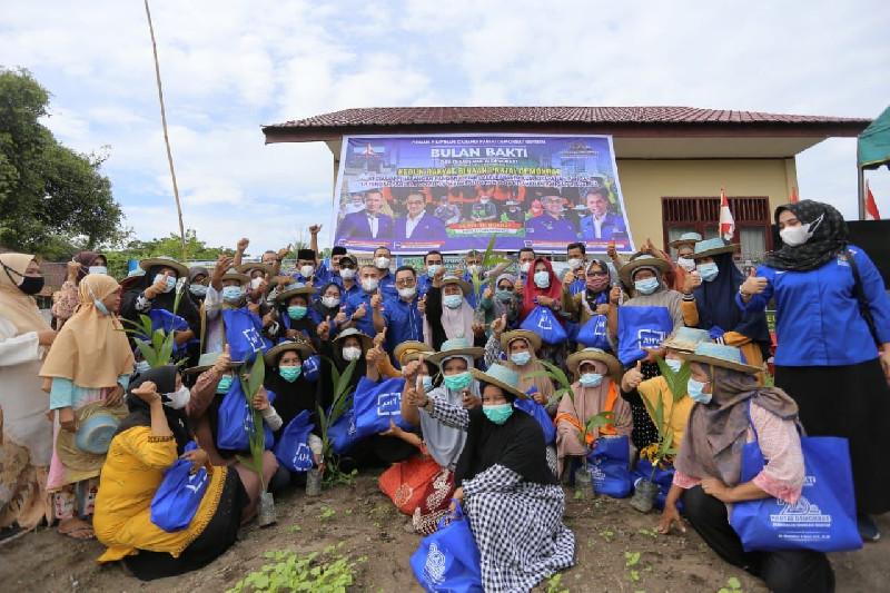 13 ketua DPC dan Muslim salurkan bantuan untuk Petani di Bireuen