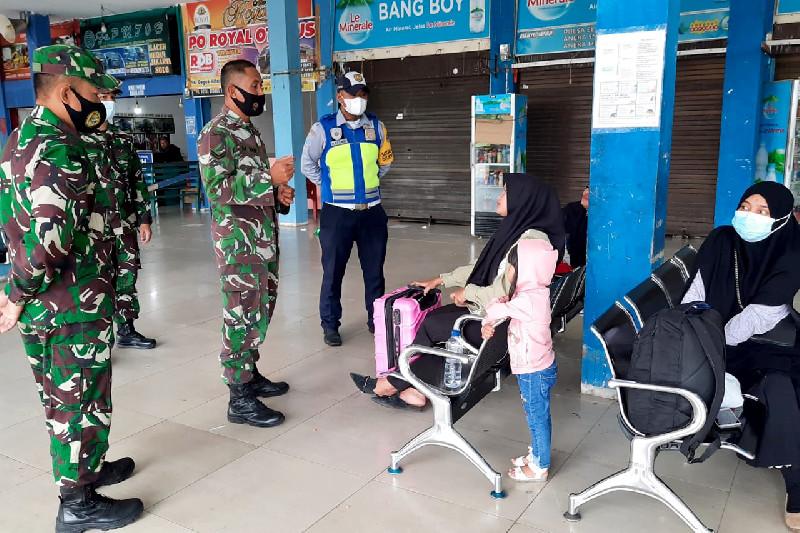 Personil TNI Lakukan Tracking dan Tracing di Terminal Tipe A