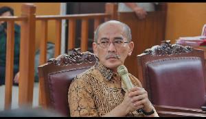 Ekonom Cium  Bau Politik di Balik Tarif Cukai Rokok