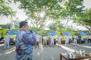 Bentuk Komitmen Kebersihan, Aminullah Serahkan 11 Unit Dump Truck ke DLHK3