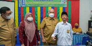 Sekda Aceh Tinjau Vaksinasi Yang di Gelar di Sekolah