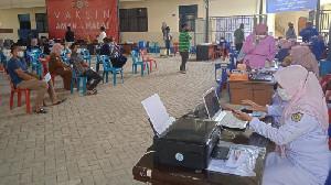Direktorat Intelkam Polda Aceh dan UNIDA Selengarakan Vaksinasi Massal