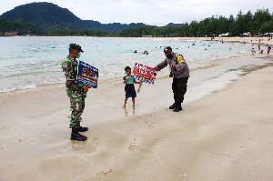 Sinergi, TNI Polri Tegakan Prokes di Lokasi Wisata